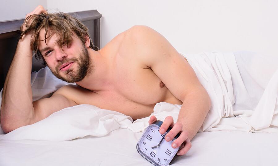 erecții matinale la bărbați trăgând senzație în penis