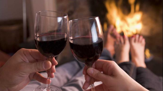 Vinul roşu şi coacăzele negre măresc performanţa sexuală   cazare-albac.ro