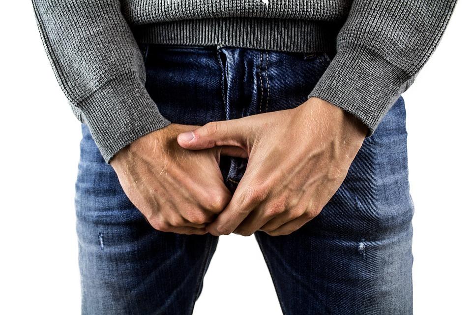 penisul este îndoit erecție scurtă